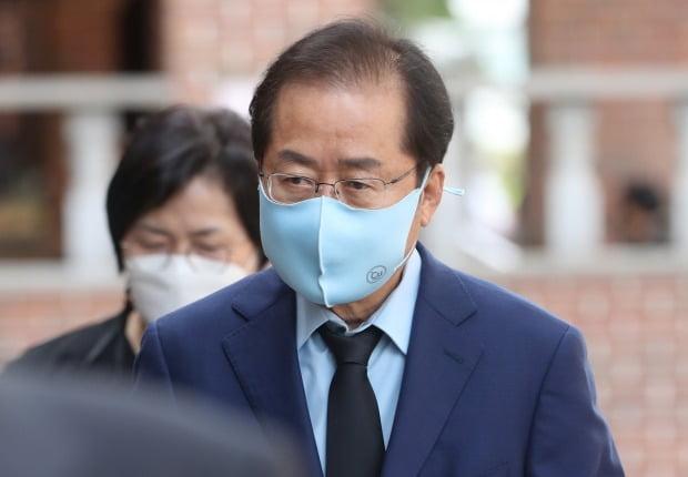 홍준표 무소속 의원이 국민의힘 당대표에 도전장을 내민 초선 김웅 의원을 저격했다. /사진=뉴스1