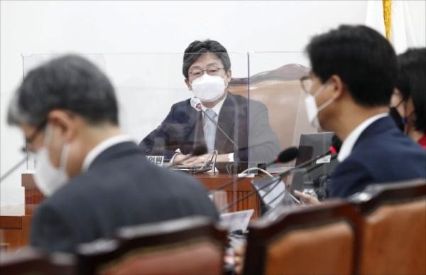 유승민 전 의원이 6일 오전 서울 여의도 국회에서 열린 국민의힘 초선모임 '명불허전 보수다'에서 국민 신뢰를 얻기 위한 당 개혁을 주제로 강연을 하고 있다. /사진=뉴스1