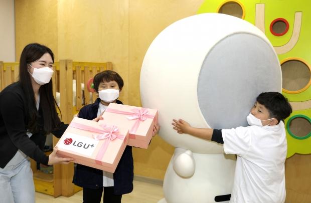 LG유플러스, 소아암 환아에게 어린이날 선물 증정