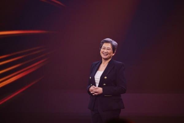 리사 수 박사가 1일 진행된 컴퓨텍스 2021에서 발표하고 있다/사진제공=AMD