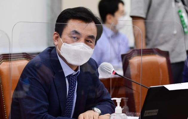 안규백 더불어민주당 의원이 신종 코로나바이러스 감염증(코로나19) 확진 판정을 받았다. /사진=한경DB