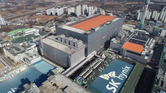 SK하이닉스 최첨단 생산시설인 경기 이천 M16 전경. SK하이닉스 제공