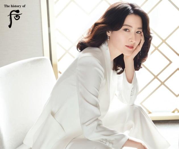 LG생활건강은 이영애 씨와 '후'의 글로벌 전속 모델 재계약을 체결했다고 14일 밝혔다. 사진=LG생활건강