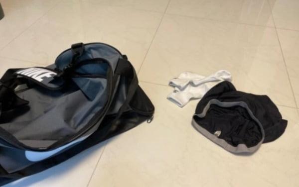 새로 산 가방에서 나온 속옷과 양말. 온라인 커뮤니티 갈무리.