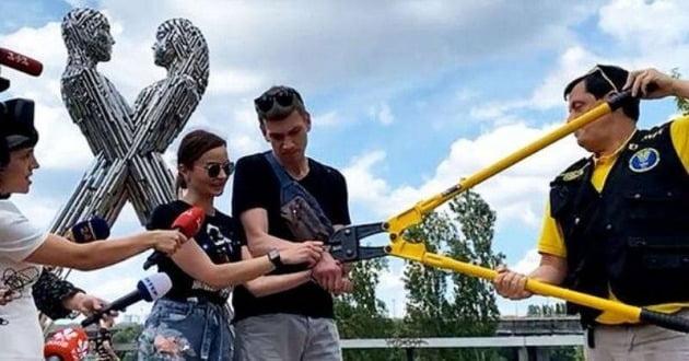 우크라이나 쇠사슬 커플 / 사진 = 데일리메일 캡처