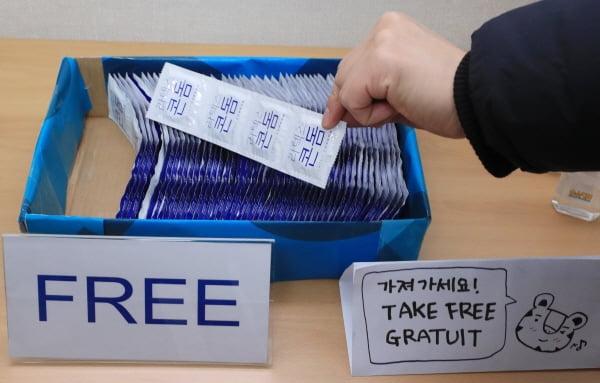 평창 동계올림픽 때 배포된 무료 콘돔 /사진=연합뉴스