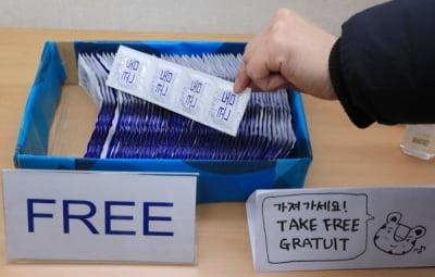 도쿄올림픽, 콘돔 16만개 뿌린다더니 돌연…