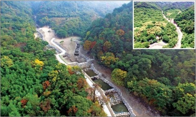 산림청이 경남 진주 한 야산에 산사태 피해를 예방하기 위한 산사태 방지시설 설치했다. 작은 사진은 설치 전 모습. 산림청 제공