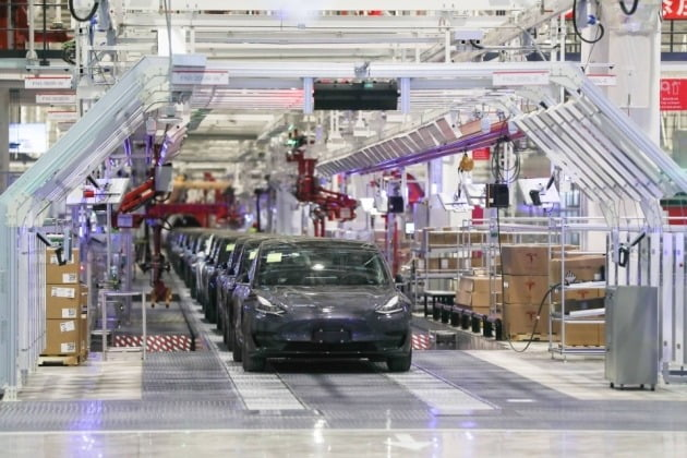 중국 상하이 테슬라 기가팩토리에서 전기자동차가 생산되고 있다. 사진=REUTERS