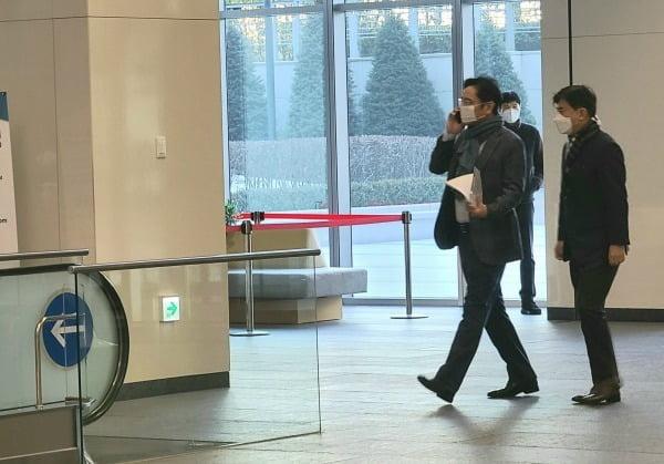 이재용 삼성전자 부회장이 지난 1월 중장기 전략 점검을 위해 삼성리서치를 방문한 모습. 사진=삼성전자