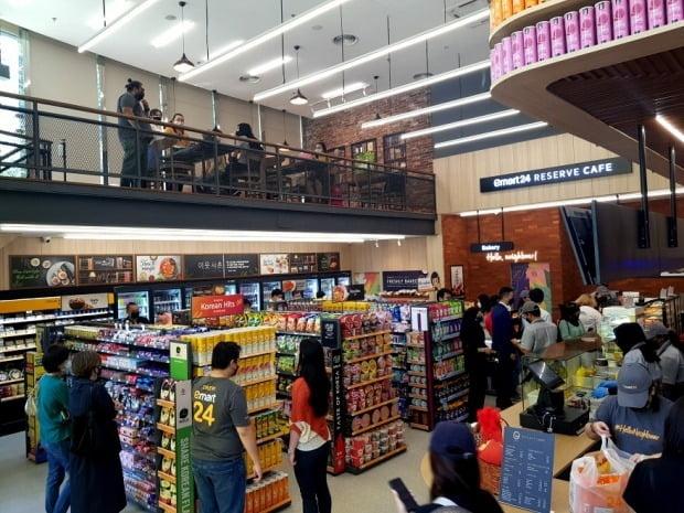 말레이시아 수도 쿠알라룸푸르에 문을 연 이마트24 방사사우스점. [사진=이마트24 제공]