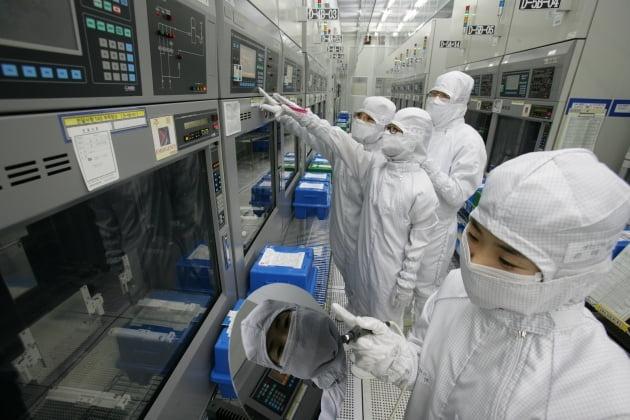 경북 구미에 있는 매그나칩 공장 내부 전경. 매그나칩반도체.
