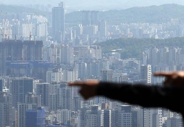 서울 남산에서 바라본 아파트 일대. /연합뉴스