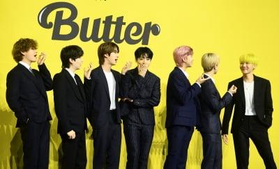 """BTS '버터'에 열광하더니…"" 하이브 가치 '훨훨'"