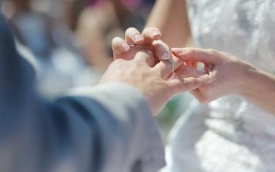 결혼식 중 심장마비로 신부 숨지자…처제와 바로 식 올린 男 [박상용의 별난세계]