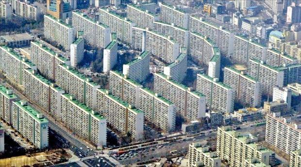 2010년 재건축 안전진단을 통과한 서울 강남구 대치동 은마아파트.  /한경DB