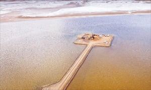 포스코가 아르헨티나 리튬 호수를 탐사하고 있다.  포스코 제공