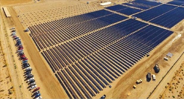 한화가 개발한 미국 캘리포니아 비컨 카운티 태양광 발전소. /한화 제공