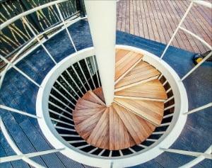 오픈형 티하우스 G파고라 2층을 연결하는 회전계단