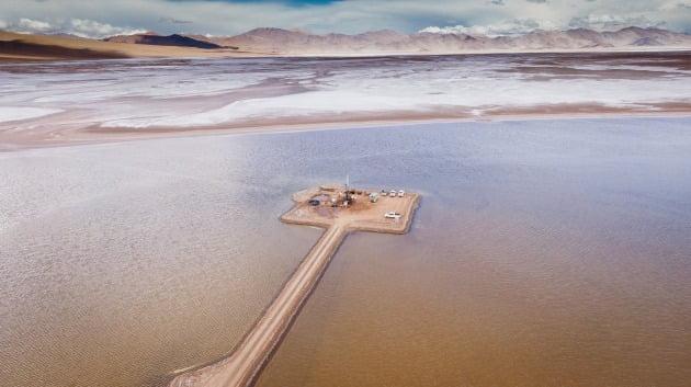 포스코가 아르헨티나 리튬 호수를 탐사하고 있다. /포스코 제공