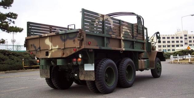 기아의 대표 중형 트럭 2½톤 트럭(K-511) 뒷모습. 출처: 기아