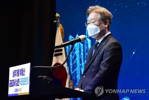 """'기본대출' 띄우는 이재명…""""약탈적 금융 교정해야""""(종합)"""