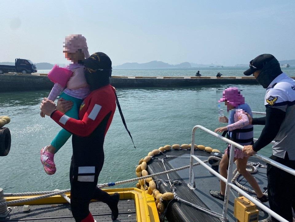 원산도 앞바다서 물놀이 어린이 2명 파도에 떠밀렸다 구조
