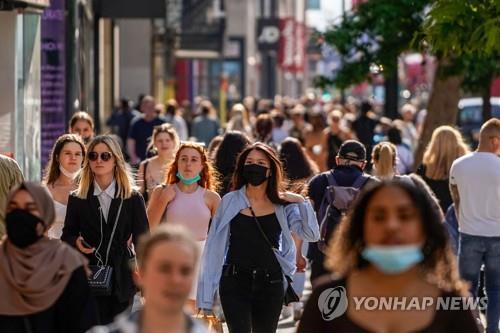 코로나19 감염률 낮아지자 유럽 곳곳서 방역 규제 완화