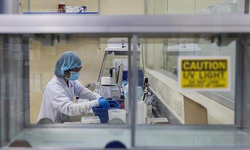 베트남서 'AZ 백신 접종' 병원 직원 53명 무더기 확진(종합)