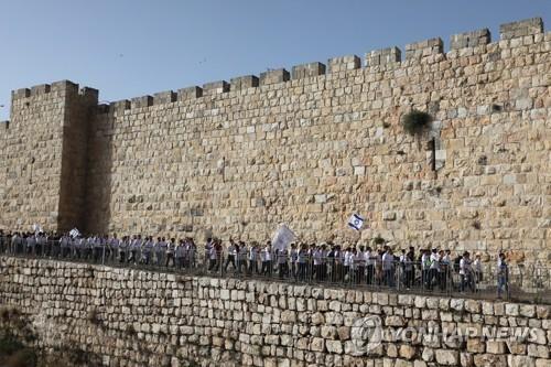 떠난 네타냐후가 승인한 '깃발 행진'에 이스라엘 긴장 고조