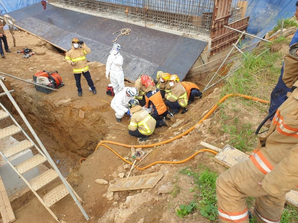 평택 공사장서 철제 거푸집 넘어져…작업자 1명 사망