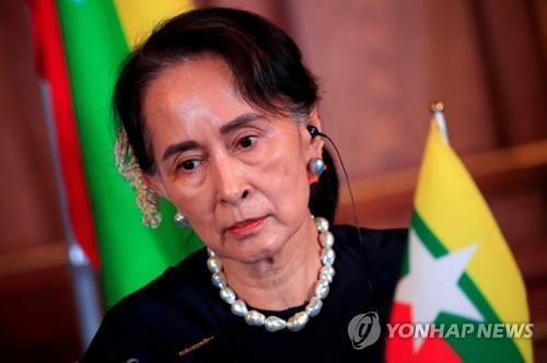 미얀마 군부 '무차별 기소' 수치 첫재판…비공개로 5시간여 진행
