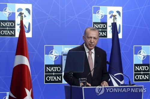 """바이든, 터키 에르도안과 첫 회담…""""좋은 만남이었다"""""""