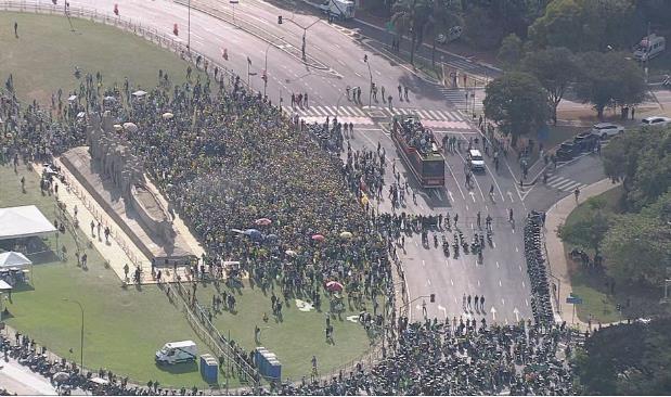 브라질 대통령 '오토바이 행진'이 기네스북에?…가짜뉴스 논란