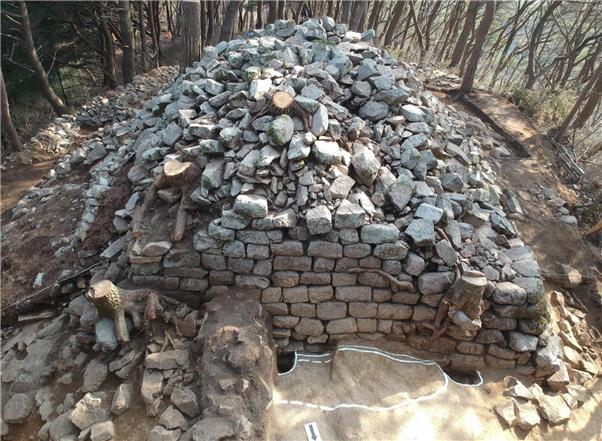 장수군 산서면 야산서 1천500년 전 가야시대 봉화터 발굴