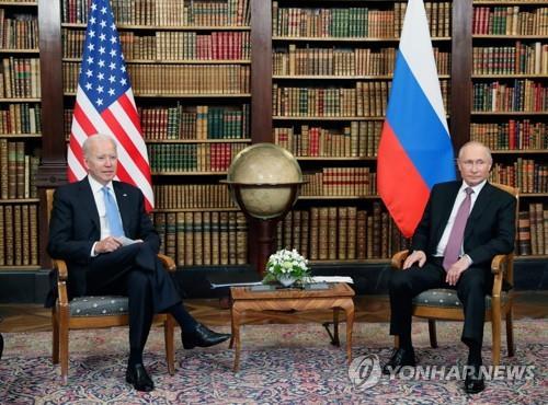 '지각대장' 푸틴, 이번엔 바이든보다 15분 먼저 회담장 도착