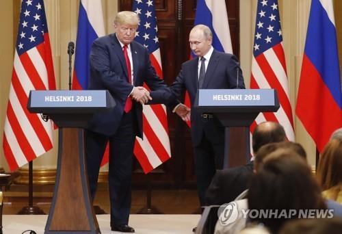 """'굴욕적 트럼프-푸틴 회견' 때 백악관 참모 """"중단시키고 싶었다"""""""