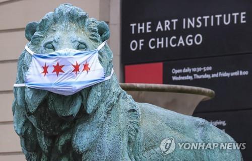 '누가 그랬을까' 시카고 미술관 앞 청동사자에 또 낙서