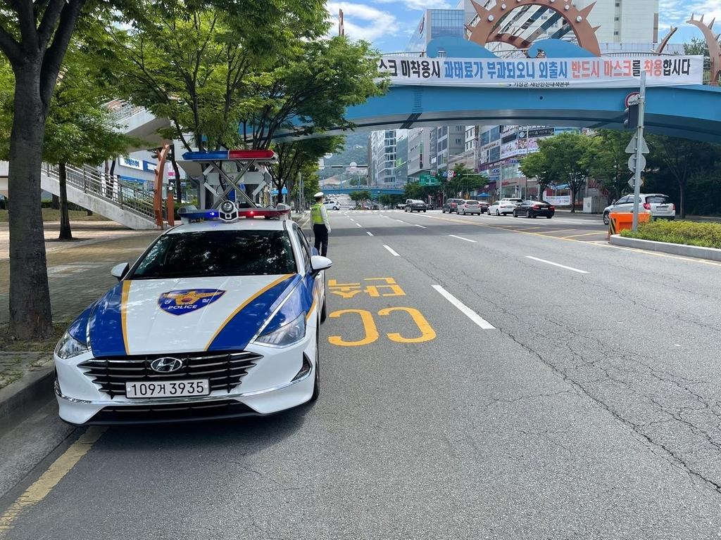 불법 스포츠도박 사이트 운영 수배자…부산서 교통경찰에 붙잡혀