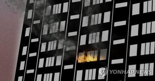 충주 아파트 10층서 불, 50대 숨져