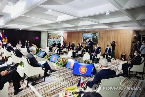 러 방문 미얀마 쿠데타 리더…'소수 친구'있으면 제재 끄떡없다?