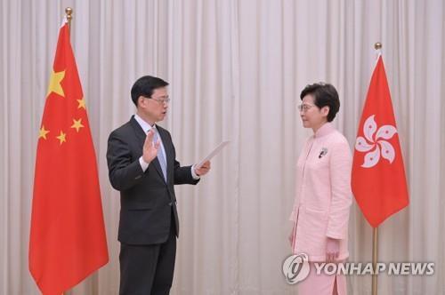 """신임 홍콩정부 2인자 """"선거후보 요건은 기본법 지지"""" 재확인"""