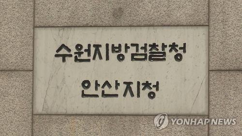 """""""먹던 음식 배달했다"""" 조작 방송한 유명 '먹방' 유튜버 2명 기소"""