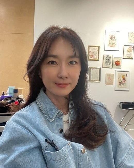 """오연수, 이 얼굴이 50대라니…초동안 미모 """"생존신고"""""""