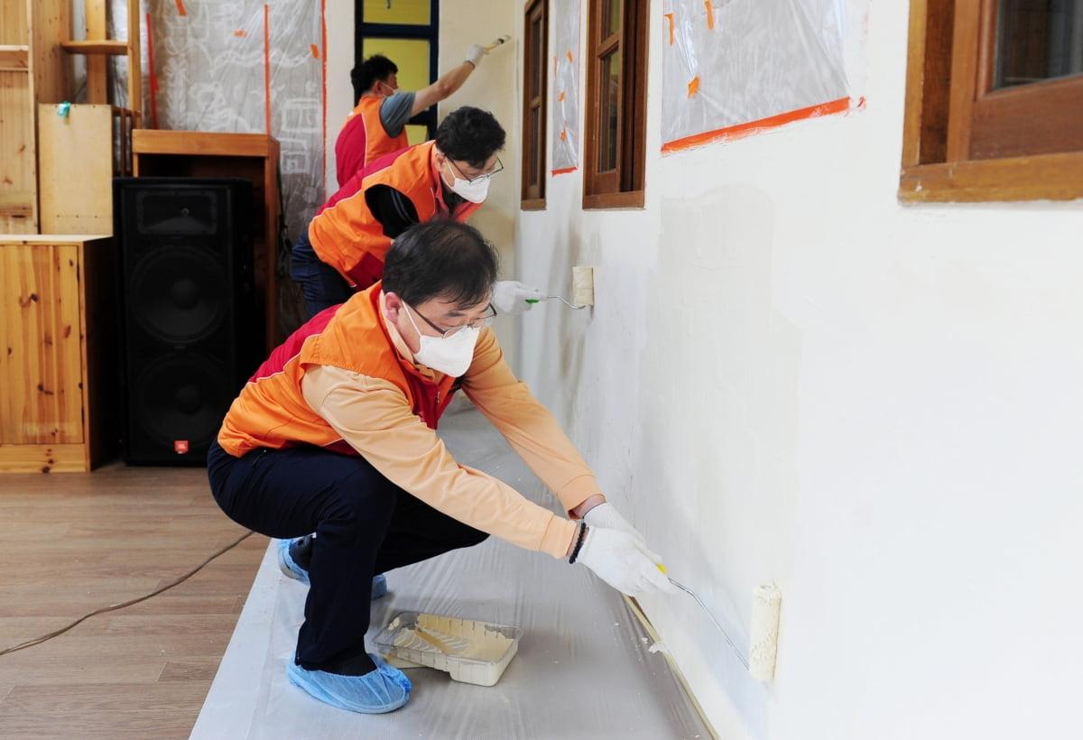 SK에코플랜트가 '행복공간 환경개선' 활동을 진행해아동·청소년 돌봄교실인 '기찻길옆 작은학교' 환경개선을 마쳤다고 11일 밝혔다.