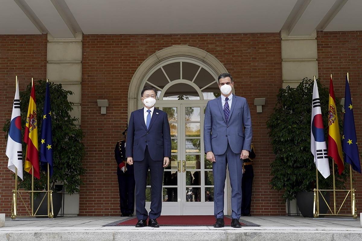 문재인 대통령이 현지시간으로 16일 마드리드에서 페드로 산체스 총리와 정상회담을 개최했다. (청와대 제공)