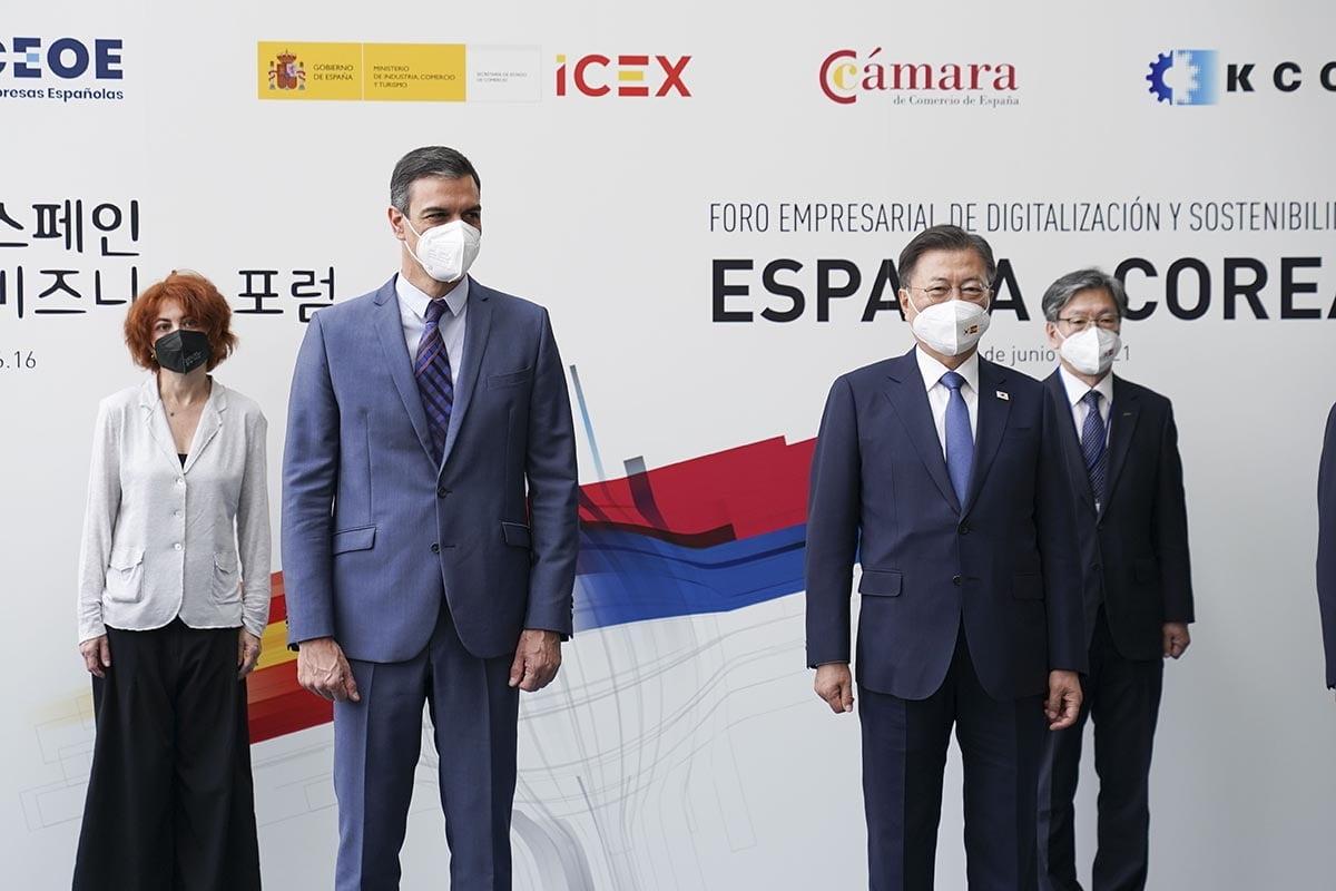 문 대통령과 페드로 산체스 총리가 현지시간으로 16일 마드리드에서 열린 `한-스페인 그린·디지털 비즈니스 포럼`에 참석했다. (청와대 제공)