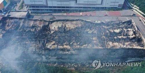 """""""오염물질에 죽겠다""""...쿠팡 화재 피해 `일파만파`"""