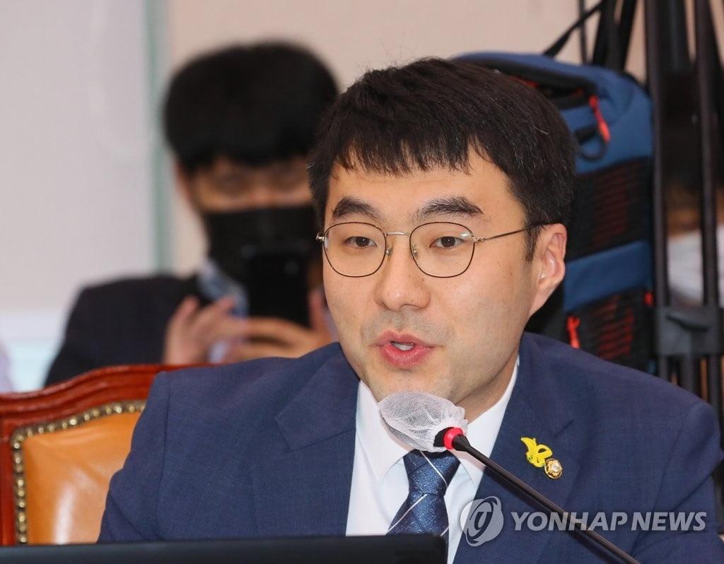 김남국, 이준석 때리기…병역 특례 의혹 제기에 설전