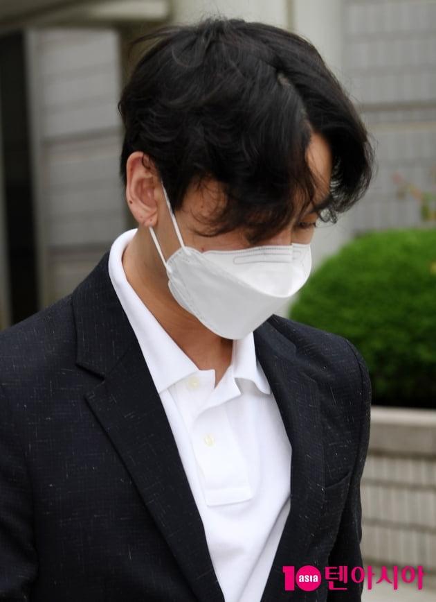 [속보] '161회 대마 흡연' 정일훈, 징역 2년 선고 '법정 구속'
